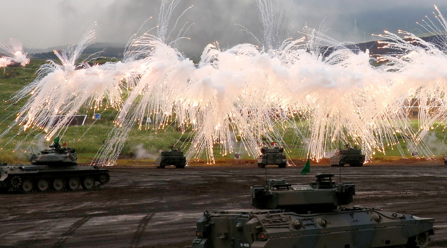 Japanese Ground Self-Defense Force tanks and other armoured vehicles take part in an annual training session near Mount Fuji at Higashifuji training field in Gotemba, west of Tokyo, August 25, 2016. © Kim Kyung-Hoon