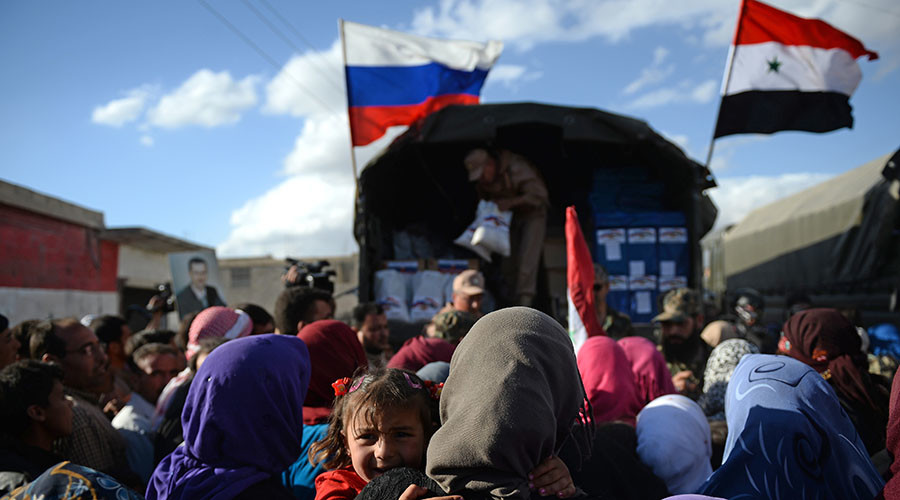 Residents of Kaukab, Syria during the distribution of Russian humanitarian aid. © Maksim Blinov