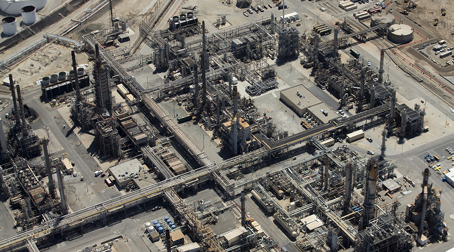 Explosion rocks California's largest oil refinery, investigation underway