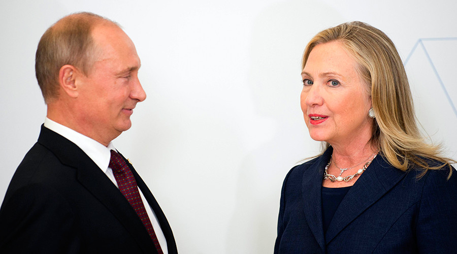 FILE PHOTO: U.S. Secretary of State Hillary Clinton (R) talks with Russia's President Vladimir Putin during the arrival ceremony for the Asia-Pacific Economic Cooperation (APEC) Summit in Vladivostok, Russia, September 8, 2012 © Jim Watson