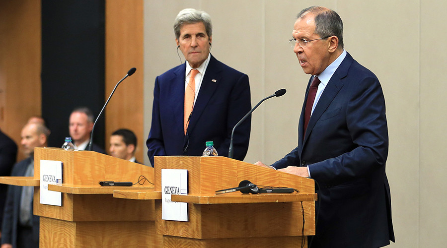 U.S. Secretary of State John Kerry (L) and Russian Foreign Minister Sergei Lavrov attend a news conference after a meeting on Syria in Geneva, Switzerland, August 26, 2016 © Pierre Albouy