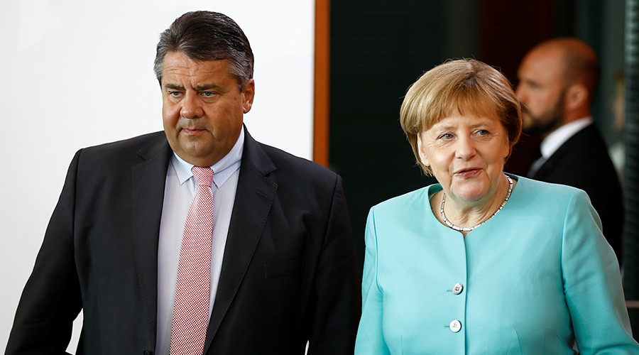 German Economy Minister Sigmar Gabriel (L) and Chancellor Angela Merkel (R) © Axel Schmidt