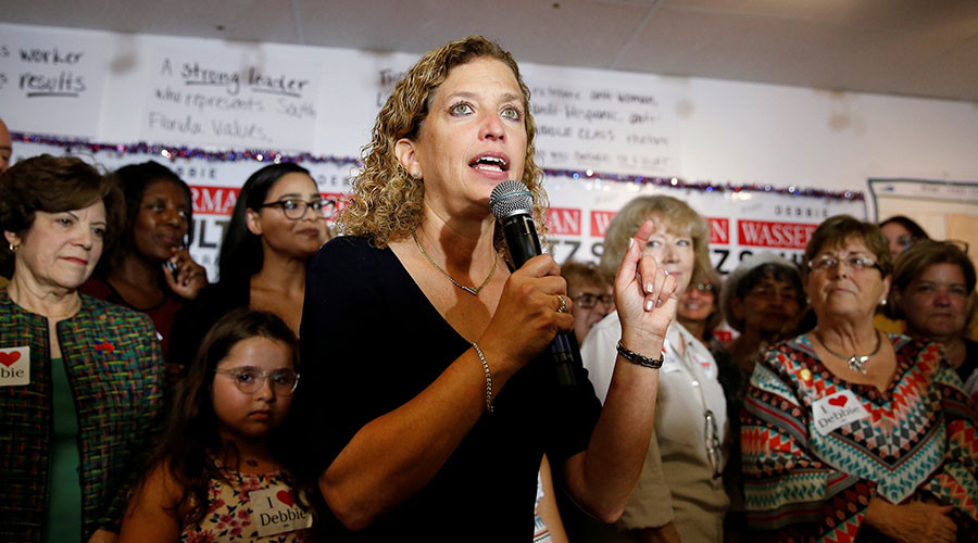 U.S. Representative Debbie Wasserman Schultz introduces U.S. Democratic presidential nominee Hillary Clinton at a field office for Schultz in Davie, Florida, U.S., August 9, 2016. © Chris Keane