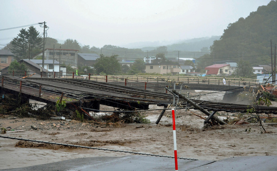 This picture provided by Tokachi Mainichi Newspaper via Jiji Press on August 31, 2016 shows a damaged railroad from flooding in the town of Shintoku in Hokkaido prefecture, after Typhoon Lionrock struck overnight. © Tokachi Mainichi / Jiji Press