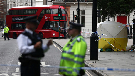 Police officers stand near a forensics tent after a knife attack in Russell Square in London, Britain August 4, 2016 © Neil Hall
