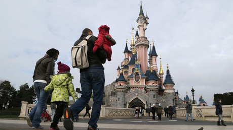 Visitors walk towards the Sleeping Beauty Castle during a visit to the Disneyland Paris Resort run by Euro Disney © Gonzalo Fuentes