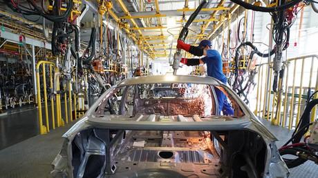 Welding line of KIA and Hyundai car manufacturing at the Avtotor plant, Kaliningrad. © Igor Zarembo