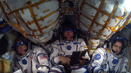 US astronaut Scott Kelly (L), Russian cosmonauts Gennady Padalka (C) and Mikhail Kornienko (R). © Ввысь, в космос!