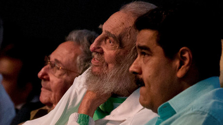 Former Cuban leader Fidel Castro (C), Cuba's President Raul Castro (L) and Venezuela's President Nicolas Maduro attend a gala for Fidel Castro's 90th birthday at the Karl Marx theatre in Havana, Cuba, August 13, 2016 © Ismael Francisco