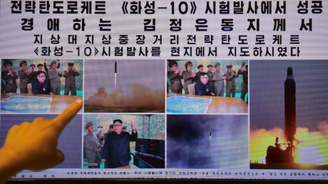 A person pointing to a computer screen page of the North Korean newspaper Rodong Sinmun displaying news of North Korea's Musudan missile test. © Jung Yeon-Je