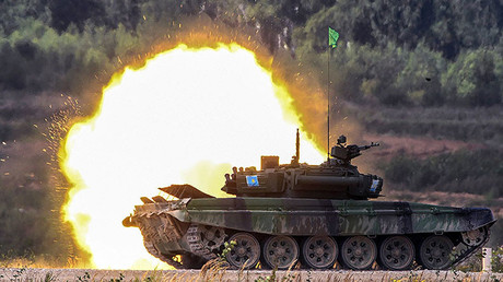 Kazakhstan's T-72B3 tank hits targets during the Tank Biathlon semi-finals at the Alabino training ground. © Iliya Pitalev