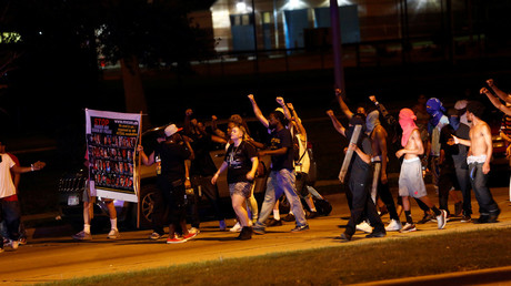 Protestors march toward police lines during disturbances following the police shooting of a man in Milwaukee, Wisconsin, U.S. August 14, 2016. © Aaron P. Bernstein