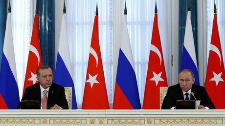 Russian President Vladimir Putin and Turkish President Tayyip Erdogan attend a news conference following their meeting in St. Petersburg, Russia, August 9, 2016. © Sergei Karpukhin