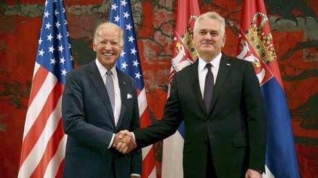 U.S. Vice President Joe Biden (L) and Serbia's President Tomislav Nikolic pose for media before their meeting in Belgrade, Serbia, August 16, 2016. © Djordje Kojadinovic