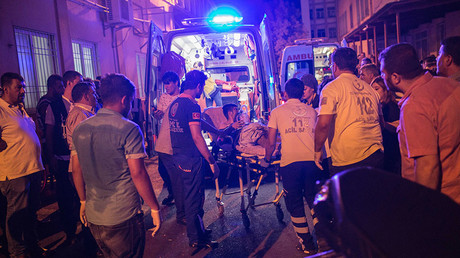 First aid officers carry an injured man to hospital August 20, 2016 in Gaziantep following a late night militant attack on a wedding party in southeastern Turkey. ©Ahmed Deeb