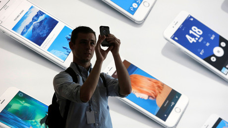 A man uses his iPhone during a preview event at the new Apple Store Williamsburg in Brooklyn, New York, U.S., July 28, 2016. © Andrew Kelly