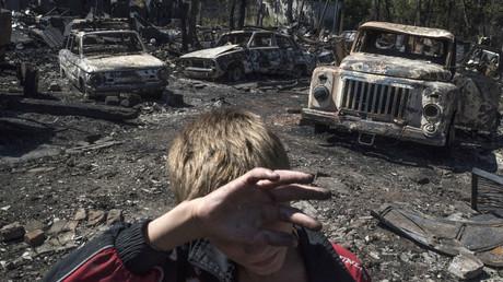 Burned cars in the village of Lozovoye in the Donetsk Region, as a result of shelling by Ukrainian forces. © Valeriy Melnikov