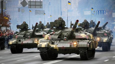 Ukrainian T-64 tanks drive during Ukraine's Independence Day military parade in central Kiev, Ukraine, August 24, 2016. © Valentyn Ogirenko
