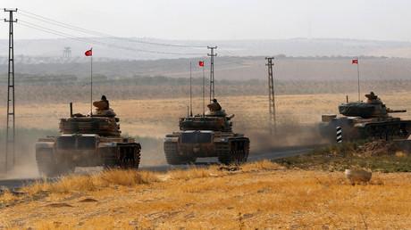 Turkish army tanks drive towards to the border in Karkamis on the Turkish-Syrian border in the southeastern Gaziantep province, Turkey, August 25, 2016. © Umit Bektas