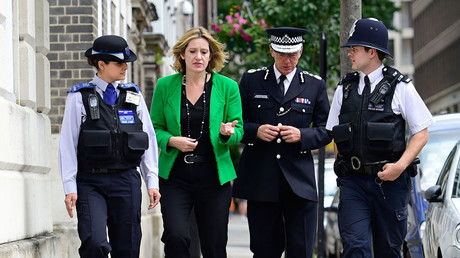 Britain's Home Secretary Amber Rudd walks with Metropolitan Police Commissioner Sir Bernard Hogan-Howe (2nd R) in Westminster, London, July 14, 2016.© Lauren Hurley