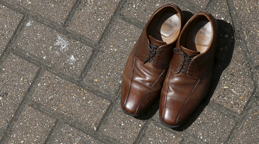 Elite's unwritten style rules mean brown shoes & loud ties a no-no for banking jobs, study concludes