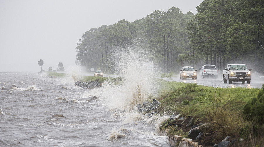 Traffic drives along US 98 as Hurricane Hermine approaches on September 1, 2016 in Eastpoint, Florida © Mark Wallheiser