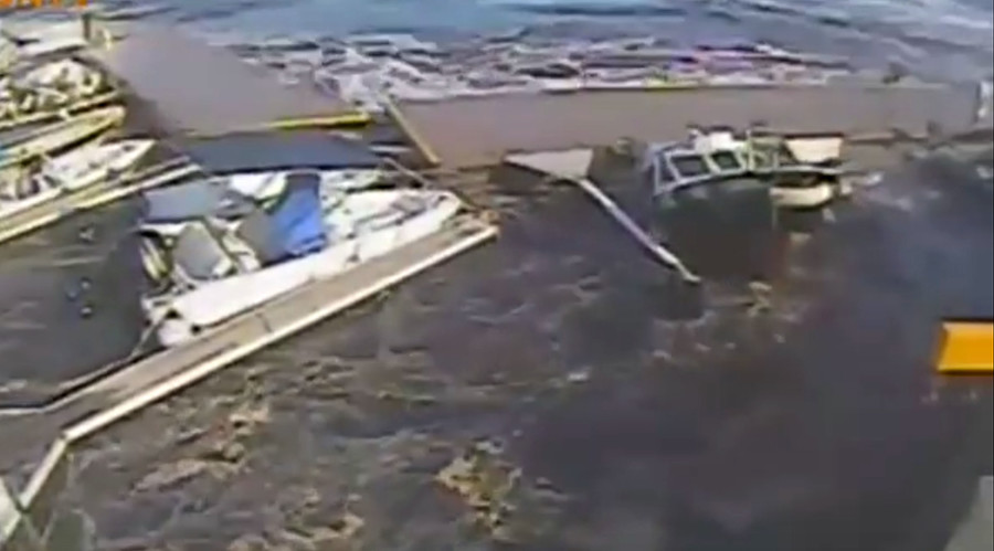 Mega cruise ship destroys marina in Sicily (VIDEO)
