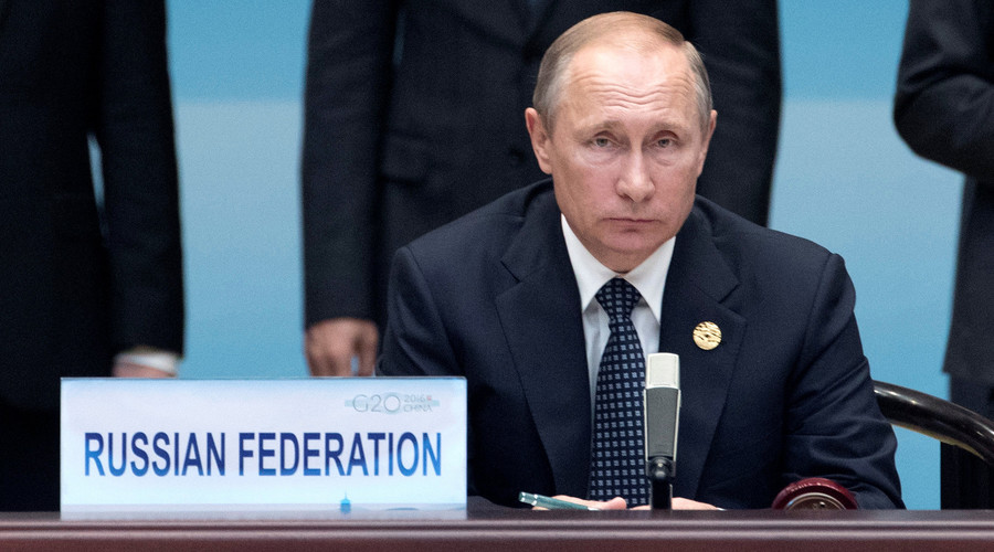 Russian President Vladimir Putin (C) sits before the start of the opening ceremony of the G20 Summit in Hangzhou in eastern China's Zhejiang province, Sunday, Sept. 4, 2016. © Mark Schiefelbein