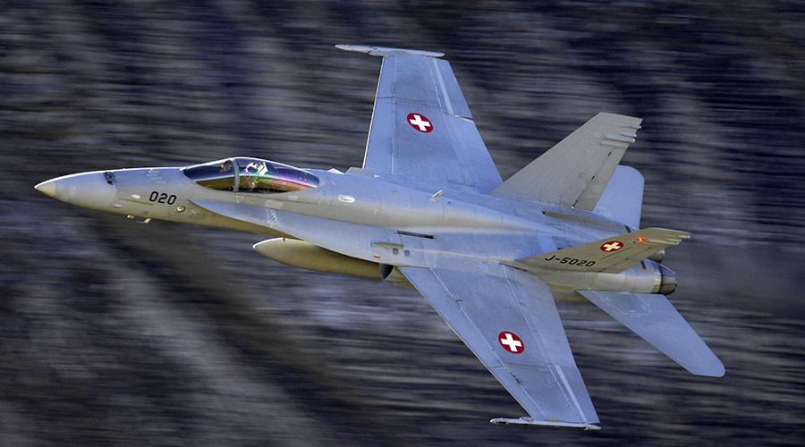 Super-jet-escort: Swiss fighter-jets practice interception maneuvers on Czech govt plane - media