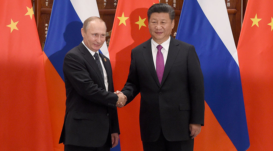 Chinese President Xi Jinping shakes hands with Russian President Vladimir Putin (L) ahead of G20 Summit in Hangzhou, Zhejiang province, China, September 4, 2016. © Wang Zhao