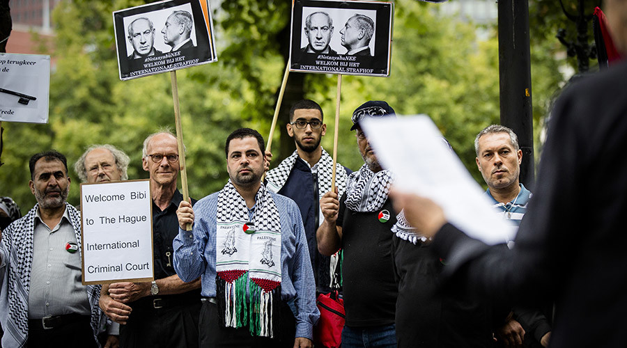 People demonstrate against the visit of Israel's Prime Minister Benjamin Netanyahu in The Hague, on September 6, 2016. © Bart Maat