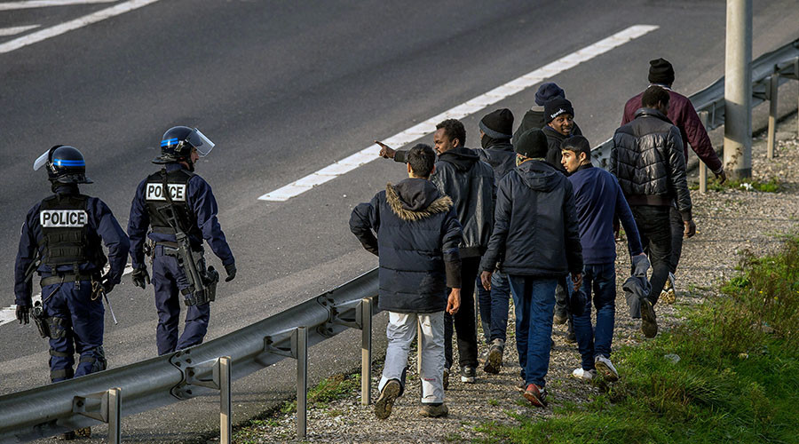 Trumped! Massive concrete wall planned for Calais to keep migrants out of Britain