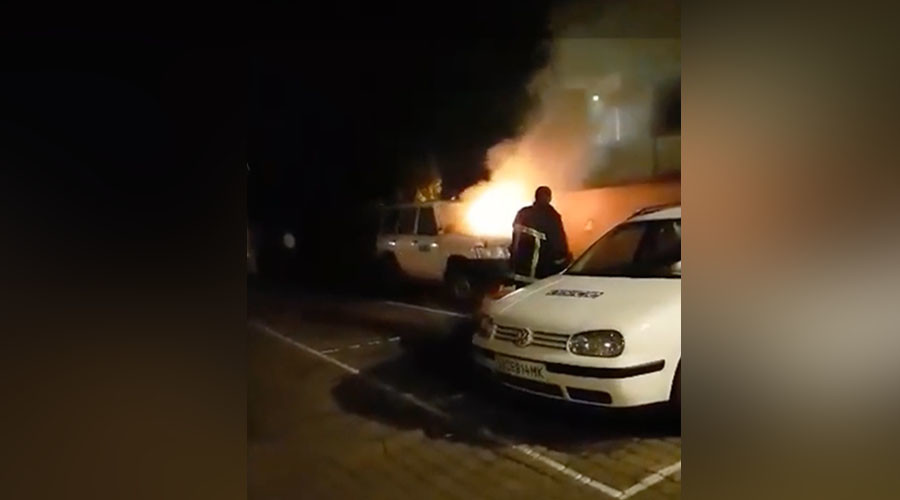 OSCE vehicle hit by arson in western Ukraine (VIDEO)