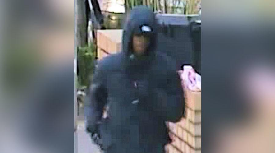 Thugs' shotgun murder attempt caught on video in south London (VIDEO)