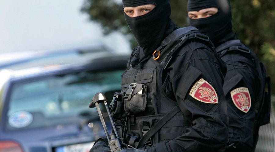 Machete-wielding man attacks police officers in Serbia