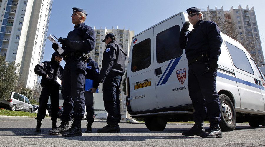 Suspicious vehicle containing gas canisters found near synagogue in Marseille – report