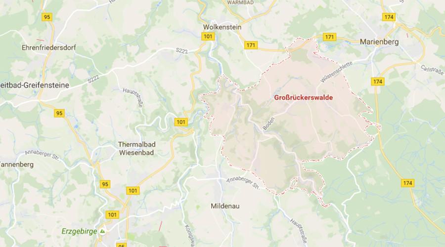 Mid-air collision during German air show leaves 2 dead