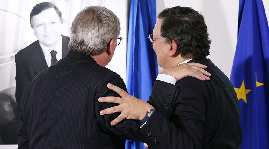 Presidents of the EU Commission Jean-Claude Juncker and Jose Manuel Barroso (R). ©Francois Lenoir