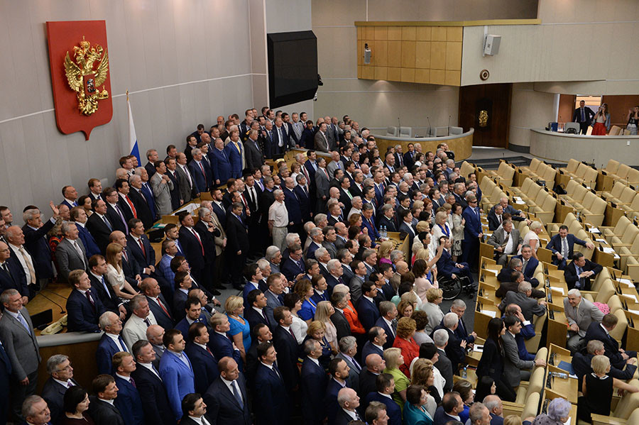 Lower house members pose for photographs after the last plenary meeting of the sixth State Duma. © Vladimir Fedorenko