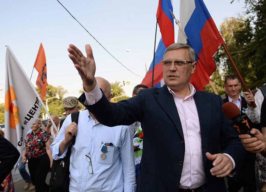 Politician Mikhail Kasyanov at a rally on the 25th anniversary of the 1991 Soviet coup d'etat attempt, in Moscow. © Kirill Kallinikov