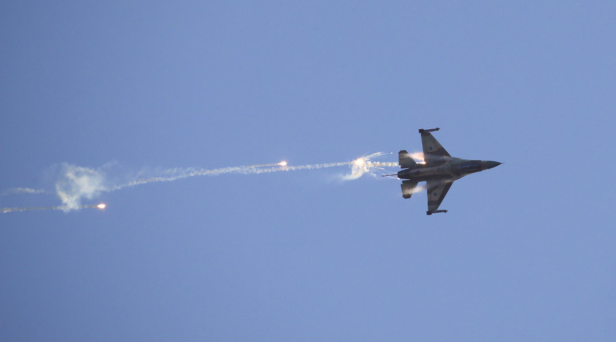 An Israeli Air Force F-16 fighter jet © Baz Ratner