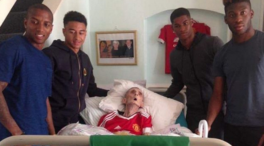 Grandfather dies 45mins after Manchester United stars visit him on deathbed