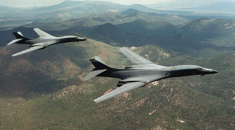 A pair of B-1B Lancer bombers © Steve Thurow