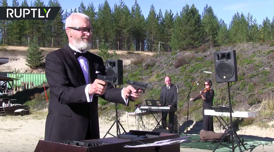 '1 shot – 1 note': Russian sharpshooter performs Beethoven using pistols (VIDEO)