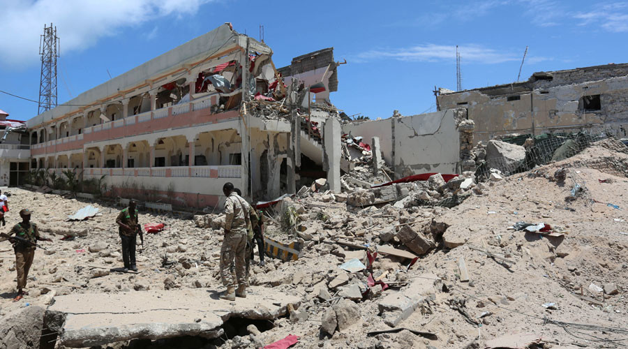 Security forces stand at the SYL hotel that was partly destroyed following a car bomb claimed by al Shabaab Islamist militants outside the president's palace in the Somali capital of Mogadishu, August 30, 2016. © Feisal Omar