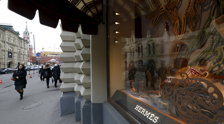 People walk past French luxury goods maker Hermes shop window in Russia's landmark GUM shopping centre on the Red Square in Moscow © Sergey Karpukhin