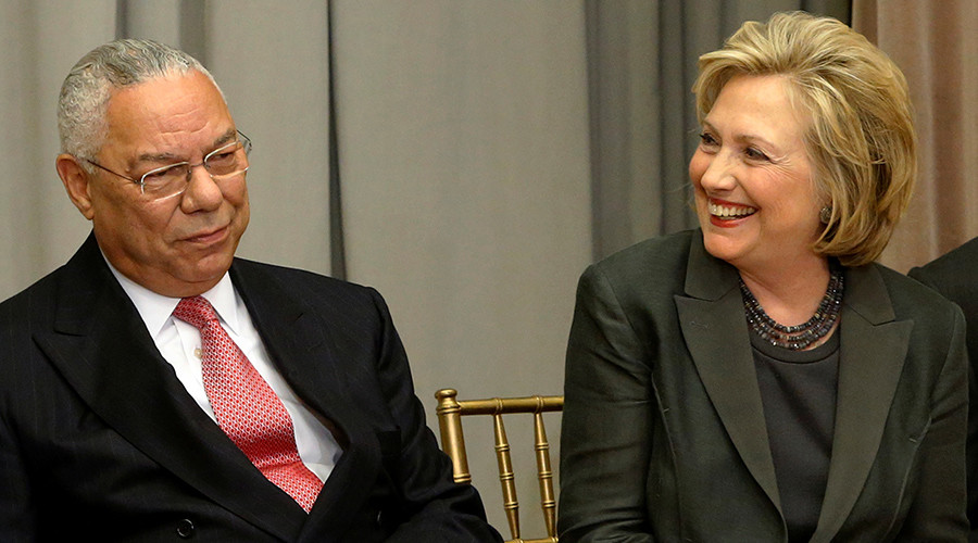 Former U.S. Secretaries of State Colin Powell (L) and Hillary Clinton © Jonathan Ernst