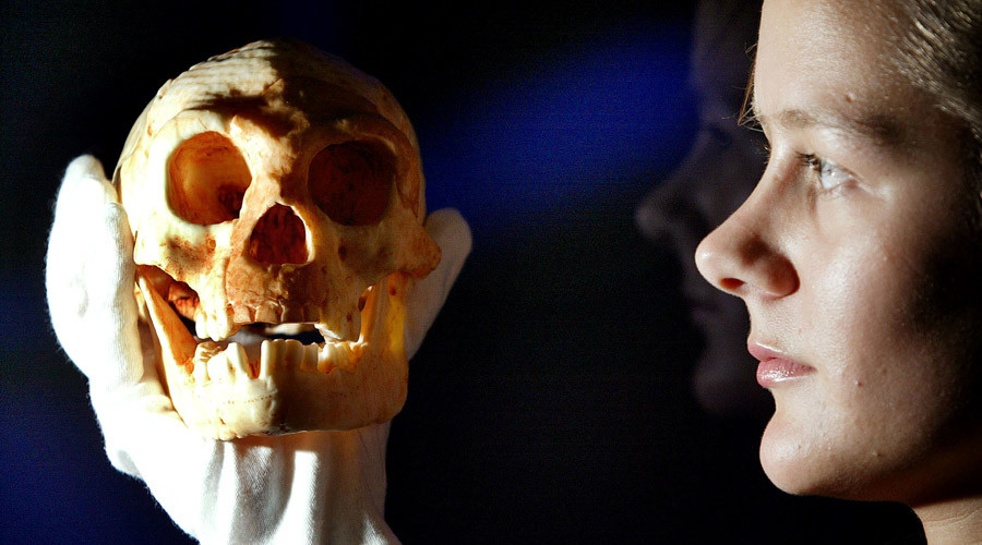 'Hobbicide'? Humans chief suspects in ancient 'Hobbit' genocide after teeth found in cave