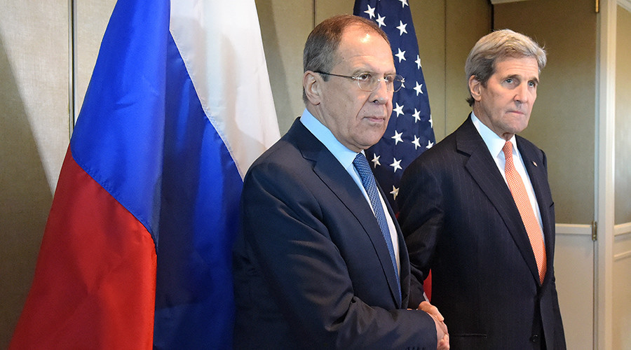 Russian Foreign Minister Sergei Lavrov (left) and US Secretary of State John Kerry © Eduard Pesov