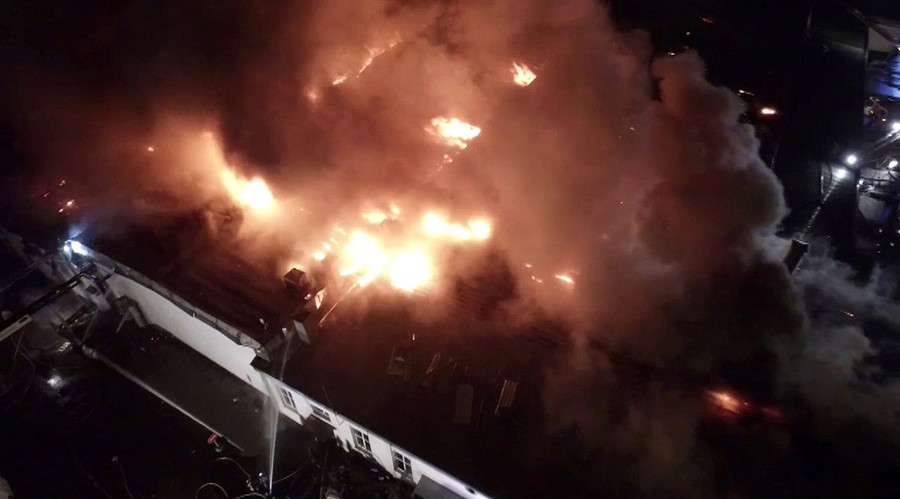 A still image, taken from video footage and released by the Russian Emergencies Ministry on September 23, 2016, shows a warehouse containing plastic materials on fire in Moscow, Russia. © Reuters